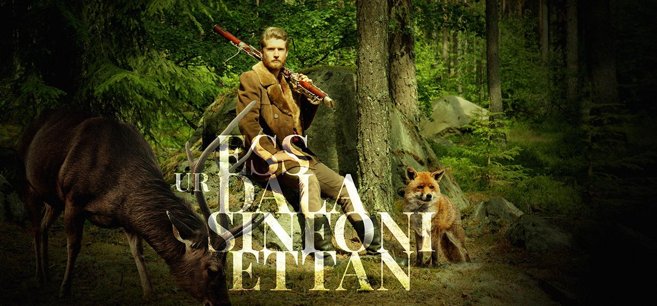 Musiker I Skogen Tillsammans Med Djur